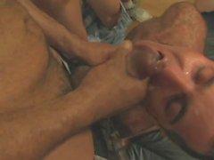 гей кончать в своем рту геем сосание веселый - jizzed веселый -оральный
