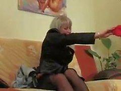 vanha venäläinen äiti kypsä vuotias nuori