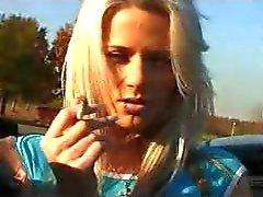 blondjes vingerzetting publieke naaktheid
