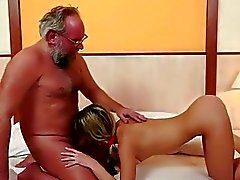 eski musluklar yaşlı kadınlar yaşlı adam porno genç genç oral seks eylem