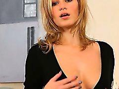 милашка блондинка дамское белье соло