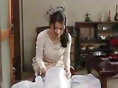 amateur aziatisch pijpbeurt klaarkomen