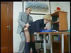 amateur reifen strumpfhose büro sex blondine