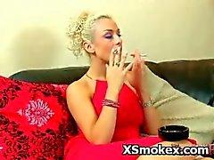 blondi fetissi tupakointi