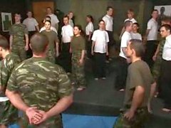 бисексуал оргия армия групповуха минет