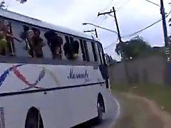 filles brésilien clignotant sexe en groupe nudité en public