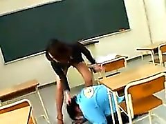 asiatico college femdom feticcio