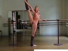 babes dans sarışınlar striptiz şerit