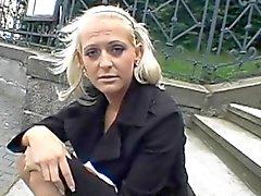 amateur blondine europäisch im freien