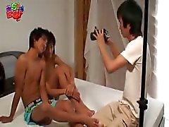 asiatisk barebacking gay twink