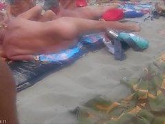 plage nudiste de plein air nudité en public voyeur