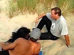 strand publieke naaktheid trio