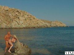 kendra- von sunderland strand doggy style