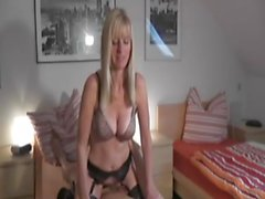 Blonde MILF steht auf Dirty Talk - bostero
