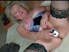 omas blondinen masturbation strümpfe striptease