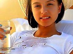 bébé brunette gros seins
