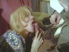 Threesome Brigitte Lahaie Blondes humides (1978) sc2