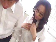 asiatico grandi tette brunetta occhiali