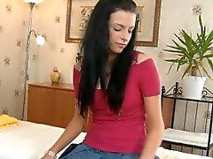 baby brünett massage kleine titten softcore