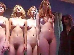 amateur poilu nudité en public