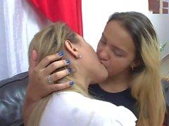 babes öpme sıcak öpüşme sıcak babes