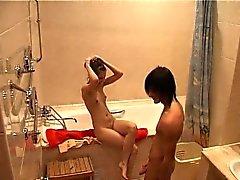 брюнетка хардкор скрытые камеры душ маленькие сиськи