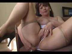 amateur brunette masturbation mature
