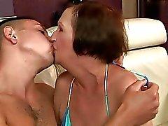 isoäidit suudella erääntyy äiti