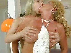 oma granny lesbian porn granny verführen mädchen lesbisch lesbische mütter