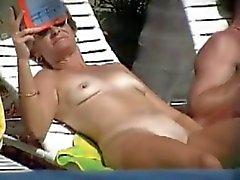 plage milfs nudité en public seins