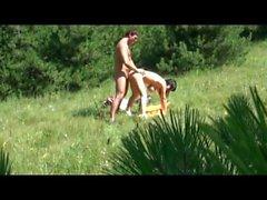 gros seins naturels de plein air doggy style nudité en public