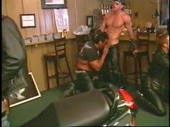 homossexual sexo em grupo couro