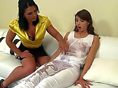 милашки съемка с близкого расстояния лесбиянки массаж секс-игрушки