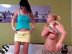 teenager blondinen brüste brunettes lesbisch