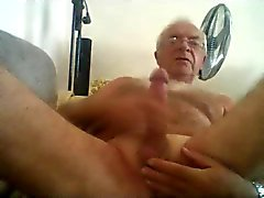 gay amateur daddies masturbation men