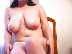 Horny chick shows us how to do it