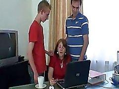 kypsä äidit ja pojat toimisto
