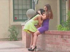 parmak girl on girl öpme lezbiyen lezbiyen porno videoları