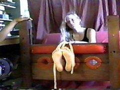 knick bdsm retro füße kitzeln