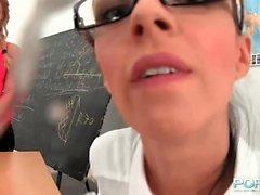 biondo brunetta college tastare lesbica