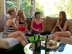 babes brunettes lesbians
