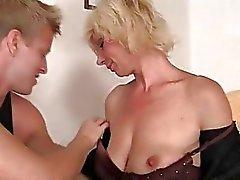 blondinen mütter und jungen oma