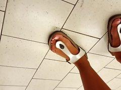 18 ans clignotant fétichisme des pieds nudité en public
