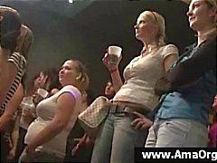 amatööri humalassa gangbang ryhmäseksiä