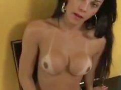 amanda bergmans latina masturbation solo shemale brünett
