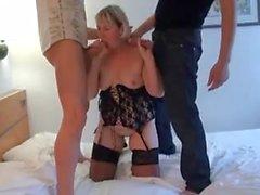 grosse mature prise en double devant son mari