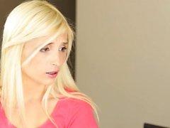 tyttö isot kalut blondi