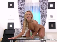 solo girl peeing squirting hd