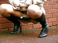 peeing public solo girl